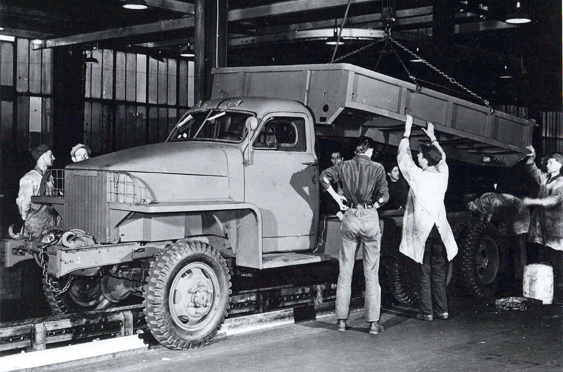 Studebaker_6x6_WWII_Military_Cargo_Truck